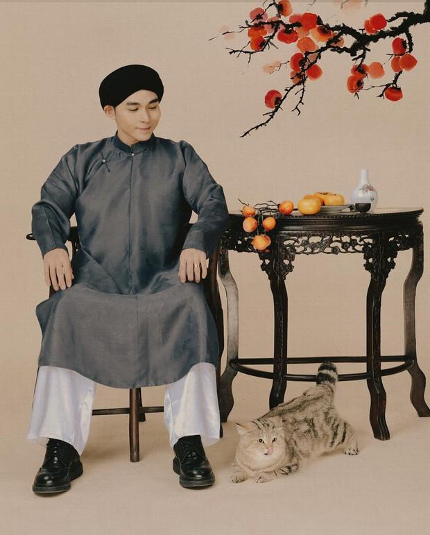 Tết Tân Sửu, hội con trai rộn ràng diện áo dài du xuân, vừa lưu giữ nét truyền thống mà trông vẫn chất lừ - Ảnh 7.
