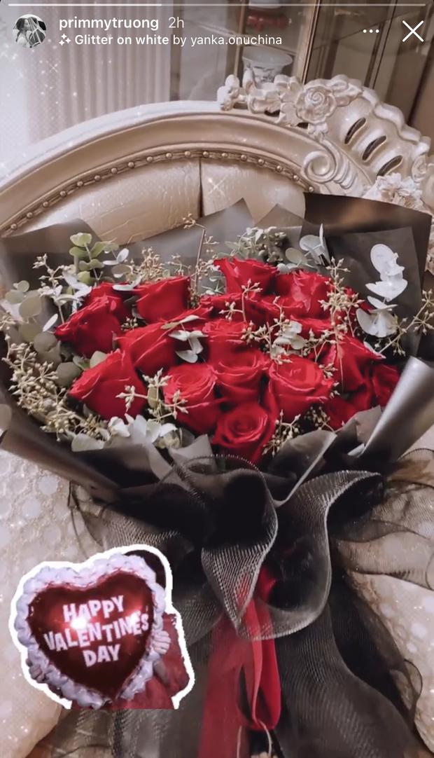 Hội FA đừng online vì loạt hot couple đang mở hội khoe quà Valentine: Người nửa trăm triệu, người cả rổ đồ hiệu! - Ảnh 3.