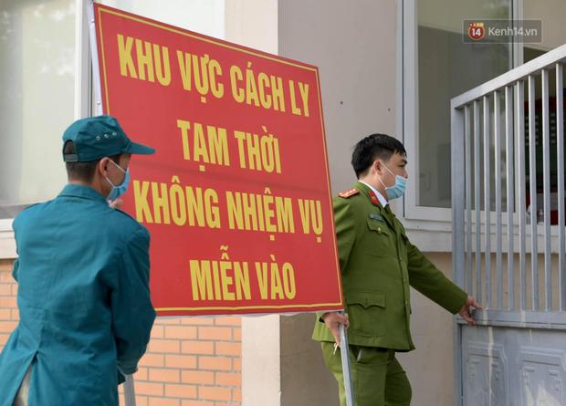 Cận cảnh gỡ rào và bỏ cách ly cho học sinh, phụ huynh cùng giáo viên Trường Tiểu học Xuân Phương - Ảnh 15.