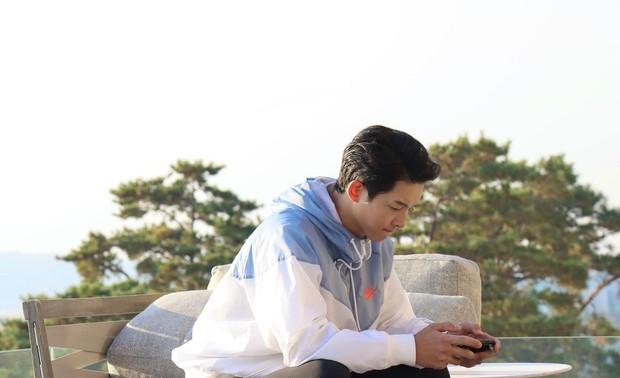 Song Joong Ki cuối cùng đã mở Instagram cá nhân, gây tò mò nhất là tài khoản duy nhất được follow - Ảnh 5.