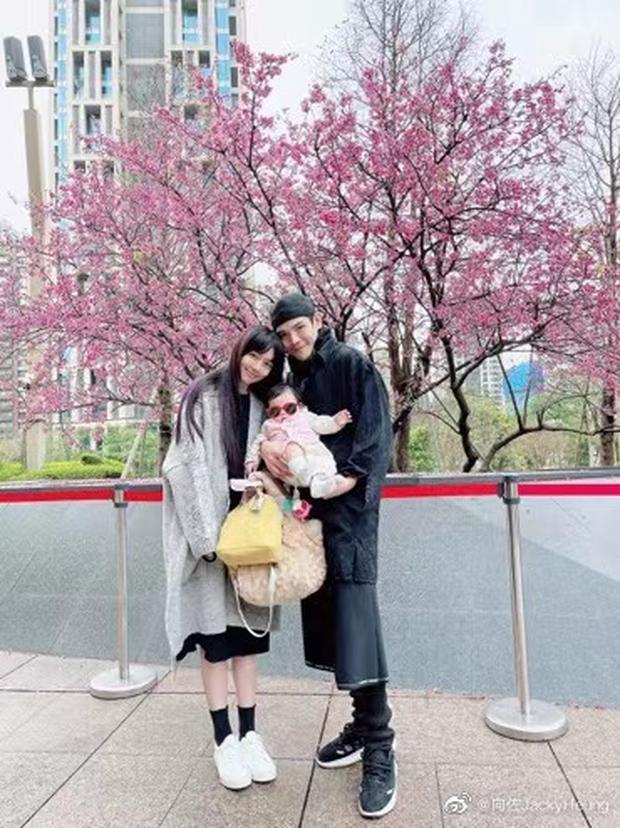 Cbiz nhộn nhịp đón Valentine: Dương Thừa Lâm phát cẩu lương, Angela Baby đáng ngờ, 1 cặp tuyên bố chia tay - Ảnh 11.