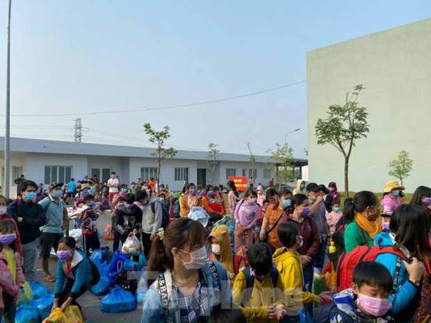 Hơn 100 trẻ em rời khu cách ly ở Bình Dương về nhà ngày mùng 3 Tết - Ảnh 2.