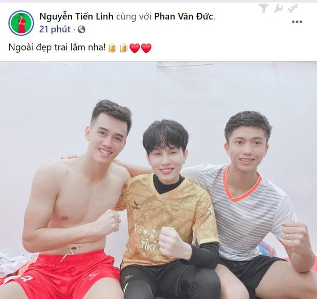Jack đăng ảnh bên trai lạ ngày Valentine, netizen suýt rụng tim trước khoảnh khắc như đang nắm tay - Ảnh 5.