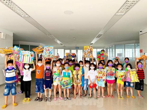 Hơn 100 trẻ em rời khu cách ly ở Bình Dương về nhà ngày mùng 3 Tết - Ảnh 3.