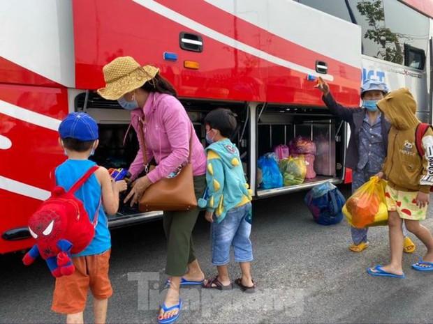 Hơn 100 trẻ em rời khu cách ly ở Bình Dương về nhà ngày mùng 3 Tết - Ảnh 7.