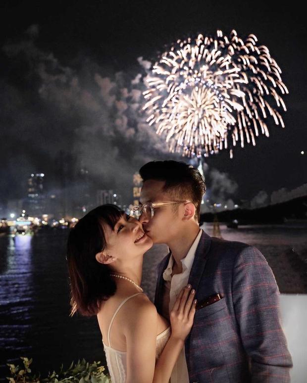 Sun Ht hạnh phúc khoe quà Valentine của bạn trai mới, bỏ ngoài tai chuyện bị ném đá đúng mùng 1 Tết - Ảnh 1.