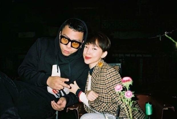 Ai như Tóc Tiên - Hoàng Touliver ngày Valentine: Vợ ở nhà nấu ăn chờ hội bạn, chồng đánh lẻ hẹn hò cùng Binz - Ảnh 3.