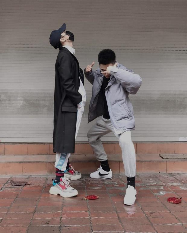 Anh em nhà Sơn Tùng có lẽ là người chung thuỷ, mấy cái Tết liên tiếp chụp 1 kiểu ảnh với 1 cái background! - Ảnh 3.
