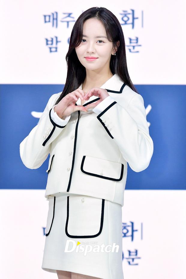 Sự kiện hot nhất hôm nay: Sao nhí Kim So Hyun xinh ngất ngây khoe chân dài trắng nõn, tài tử Moon Lovers diện đồ dìm khó hiểu - Ảnh 2.