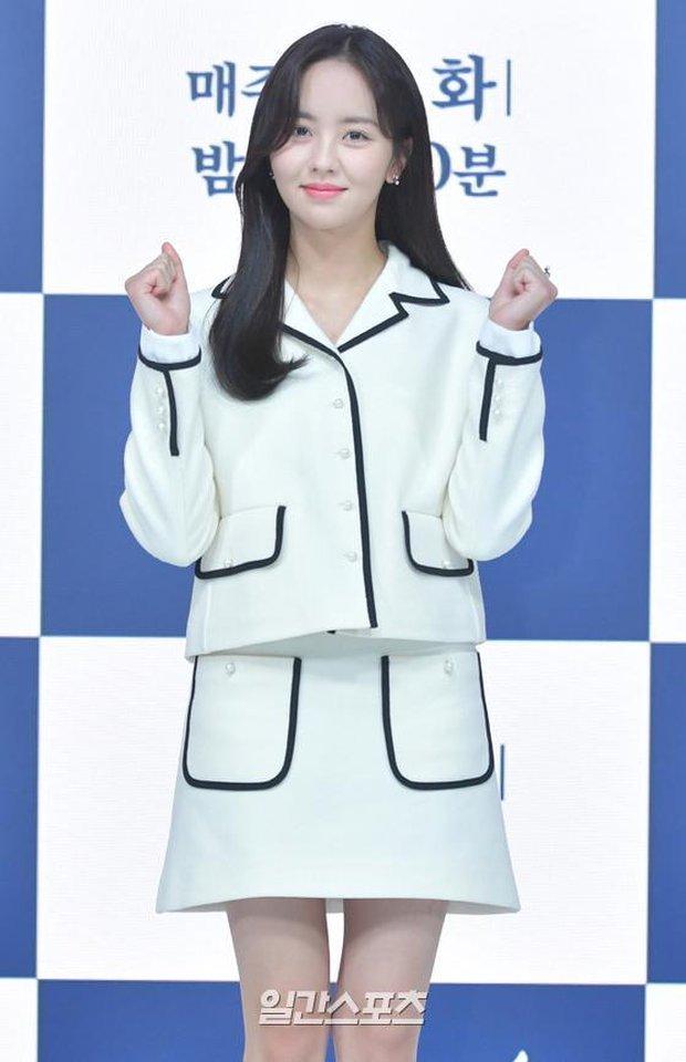 Sự kiện hot nhất hôm nay: Sao nhí Kim So Hyun xinh ngất ngây khoe chân dài trắng nõn, tài tử Moon Lovers diện đồ dìm khó hiểu - Ảnh 3.