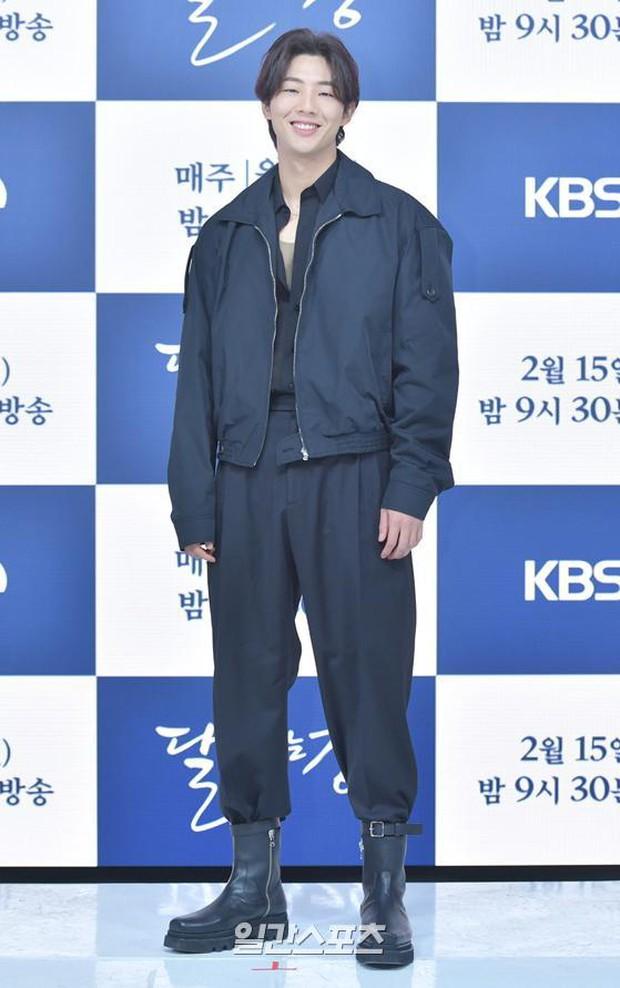 Sự kiện hot nhất hôm nay: Sao nhí Kim So Hyun xinh ngất ngây khoe chân dài trắng nõn, tài tử Moon Lovers diện đồ dìm khó hiểu - Ảnh 8.