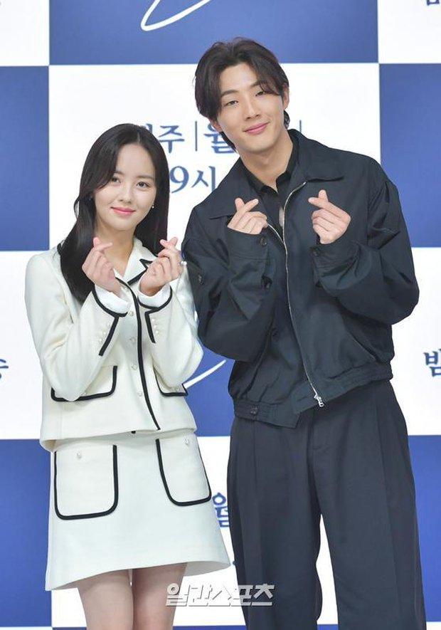 Sự kiện hot nhất hôm nay: Sao nhí Kim So Hyun xinh ngất ngây khoe chân dài trắng nõn, tài tử Moon Lovers diện đồ dìm khó hiểu - Ảnh 6.