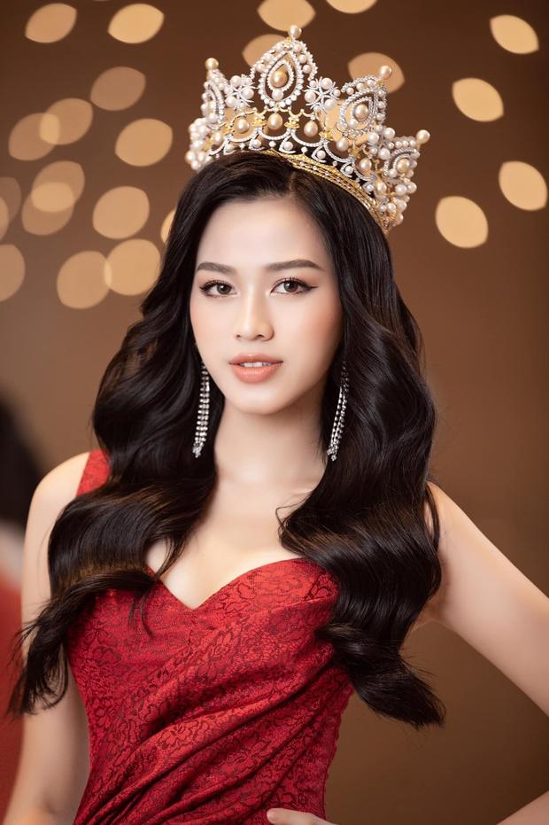 Về thăm thầy chủ nhiệm ngày Tết, Hoa hậu Đỗ Thị Hà nhận cơn mưa lời khen, nhan sắc thăng hạng trông thấy! - Ảnh 7.