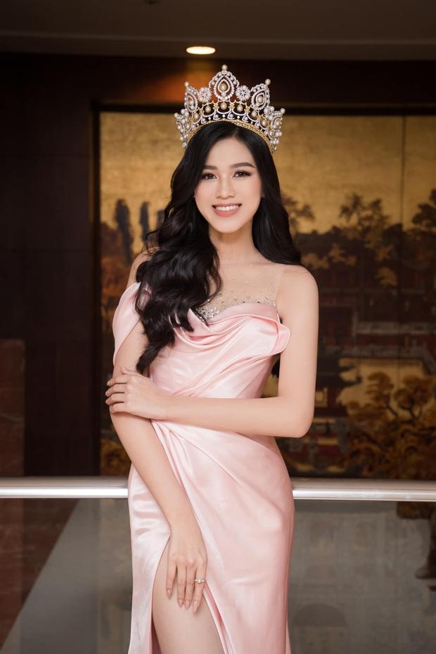 Về thăm thầy chủ nhiệm ngày Tết, Hoa hậu Đỗ Thị Hà nhận cơn mưa lời khen, nhan sắc thăng hạng trông thấy! - Ảnh 6.