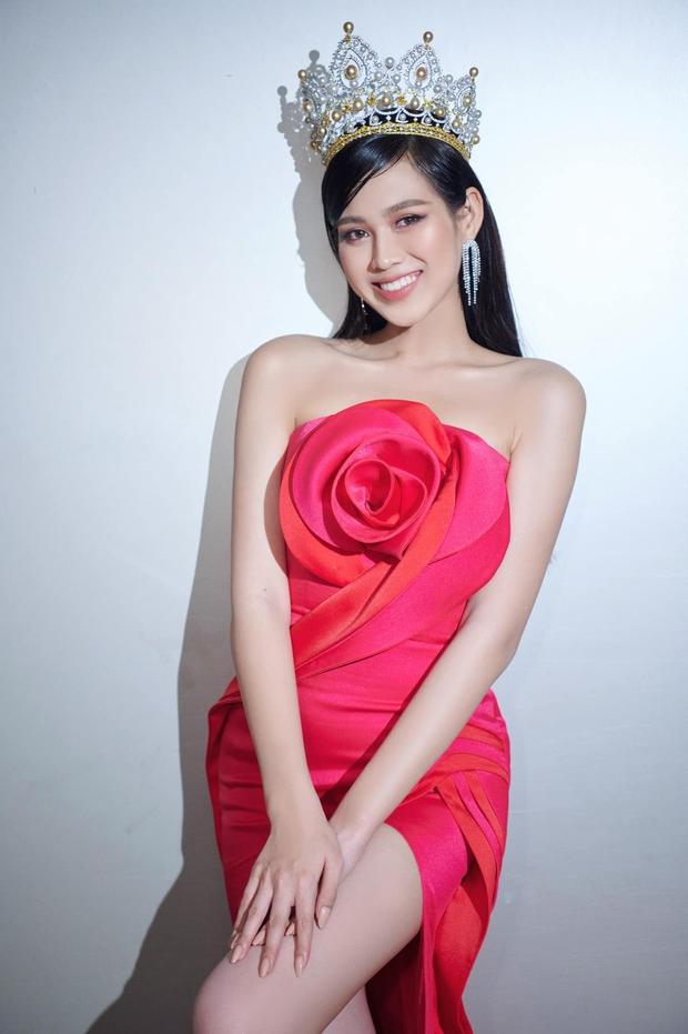 Về thăm thầy chủ nhiệm ngày Tết, Hoa hậu Đỗ Thị Hà nhận cơn mưa lời khen, nhan sắc thăng hạng trông thấy! - Ảnh 5.