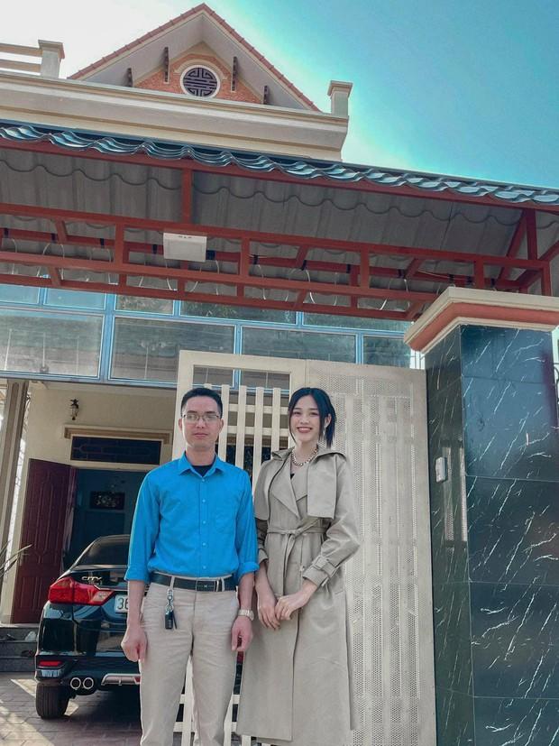 Về thăm thầy chủ nhiệm ngày Tết, Hoa hậu Đỗ Thị Hà nhận cơn mưa lời khen, nhan sắc thăng hạng trông thấy! - Ảnh 3.