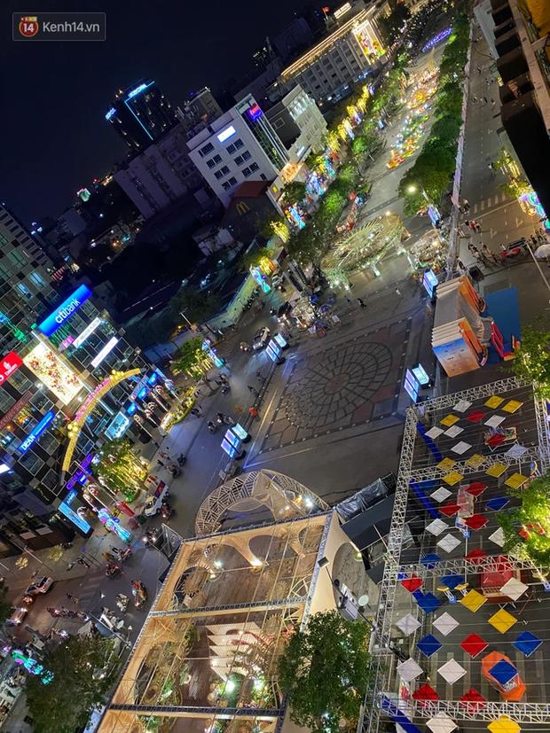 Sài Gòn đêm Giao thừa, người khôn người chẳng đến chốn countdown - Ảnh 4.