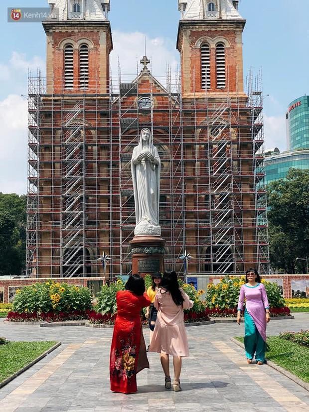 Người Sài Gòn làm gì trong ngày xuất hành đầu năm: Đi chùa nhiều hơn đi đường hoa, lý do liên quan đến Valentine sắp tới - Ảnh 9.