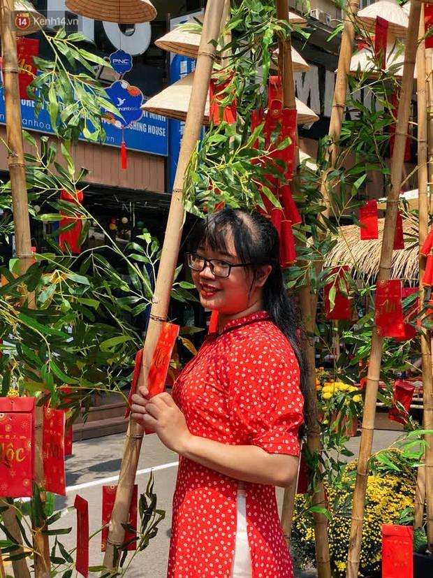 Người Sài Gòn làm gì trong ngày xuất hành đầu năm: Đi chùa nhiều hơn đi đường hoa, lý do liên quan đến Valentine sắp tới - Ảnh 10.