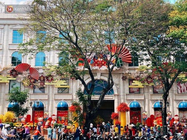 Người Sài Gòn làm gì trong ngày xuất hành đầu năm: Đi chùa nhiều hơn đi đường hoa, lý do liên quan đến Valentine sắp tới - Ảnh 11.