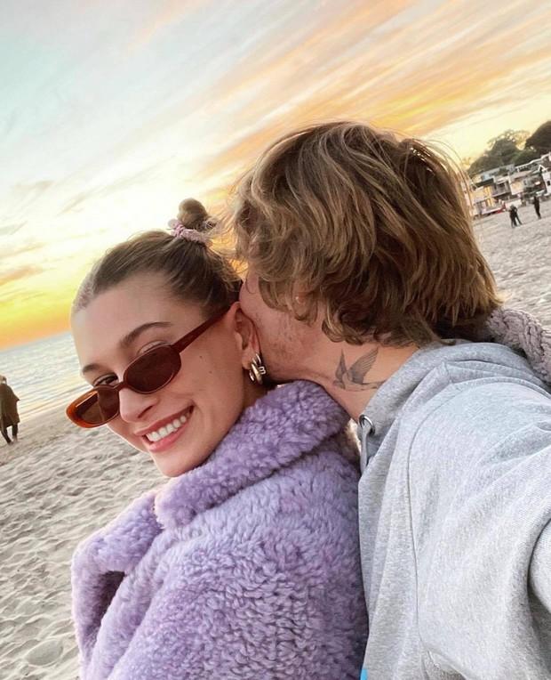 2 cặp vợ chồng 9x hot nhất Hollywood gây bão Valentine: Nhà Justin - Hailey spam MXH, nhưng Gigi Hadid hot hơn nhờ body mẹ bỉm? - Ảnh 3.