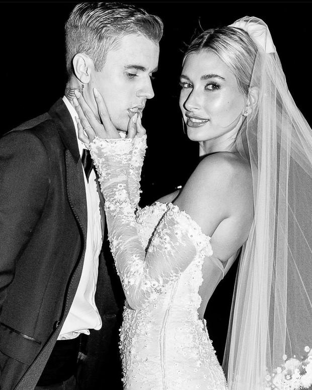 2 cặp vợ chồng 9x hot nhất Hollywood gây bão Valentine: Nhà Justin - Hailey spam MXH, nhưng Gigi Hadid hot hơn nhờ body mẹ bỉm? - Ảnh 5.