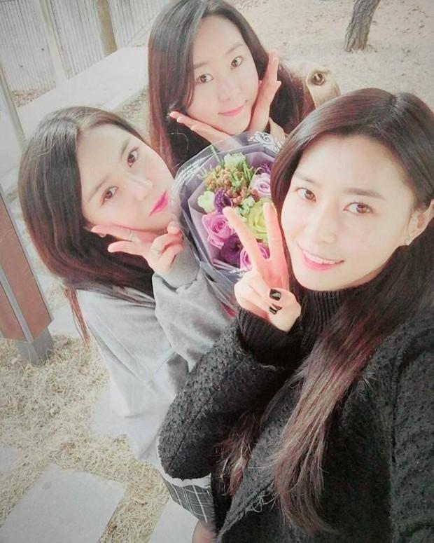 Hội nữ idol có chị em gái xinh như mộng: Chị Jisoo - Rosé (BLACKPINK) không kém minh tinh, em gái nữ thần lai YG gây bão - Ảnh 31.