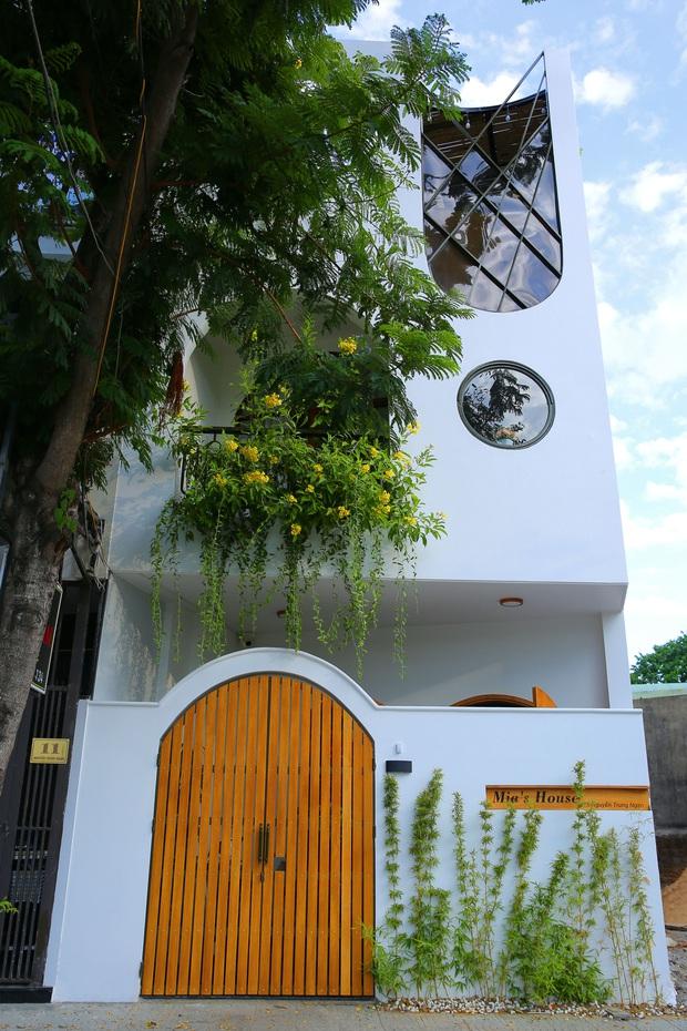 Sau 10 năm ở trọ, cặp vợ chồng xây được ngôi nhà vừa xinh vừa thoáng, thiết kế mặt tiền có một không hai - Ảnh 2.