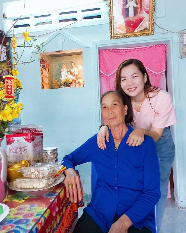 Thuý Kiều - trợ lý Ngọc Trinh lần đầu hé lộ gia cảnh ở quê, nhan sắc em gái gây chú ý  - Ảnh 3.