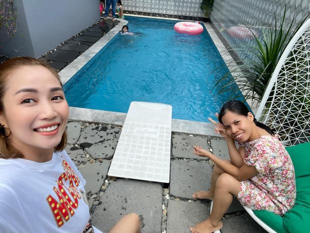 Con gái cố NS Mai Phương trong Tết đầu tiên vắng mẹ: Nở nụ cười hồn nhiên, vui vẻ bên gia đình Ốc Thanh Vân - Ảnh 6.