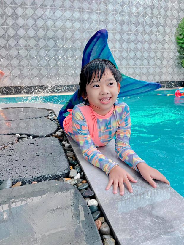 Con gái cố NS Mai Phương trong Tết đầu tiên vắng mẹ: Nở nụ cười hồn nhiên, vui vẻ bên gia đình Ốc Thanh Vân - Ảnh 2.