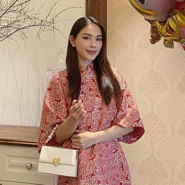Con dâu tương lai của tỷ phú Johnathan Hạnh Nguyễn diện áo dài giống hội nhà quý tộc: Cũng ra dáng lắm! - Ảnh 1.