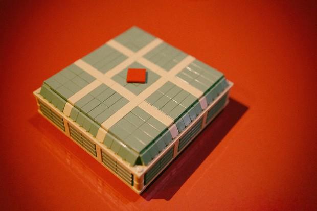 Fanpage nước ngoài đình đám chia sẻ mâm cỗ Tết làm 100% từ mô hình Lego, dân mạng nhận xét: Tự hào quá Việt Nam ơi! - Ảnh 7.