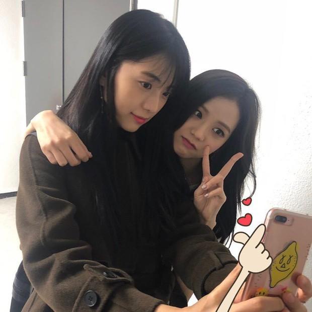 Hội nữ idol có chị em gái xinh như mộng: Chị Jisoo - Rosé (BLACKPINK) không kém minh tinh, em gái nữ thần lai YG gây bão - Ảnh 6.