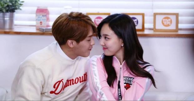 TWICE thu thập dàn hậu cung toàn nam thần Kpop: Jungkook (BTS) lộ hint với Nayeon, Kang Daniel - Heechul hẹn hò thành công - Ảnh 21.