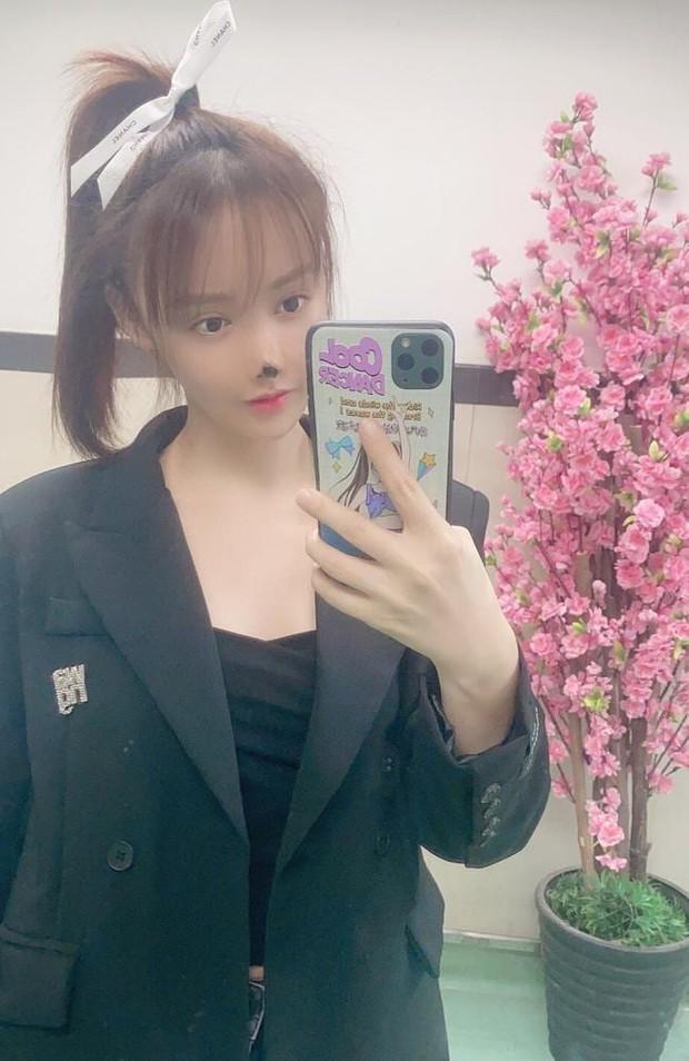 Nữ diễn viên Trung Quốc phẫu thuật thẩm mỹ tới nỗi rụng cả mũi, ngượng không dám thò mặt ra đường - Ảnh 2.