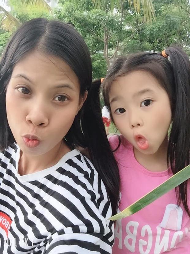 Con gái cố NS Mai Phương trong Tết đầu tiên vắng mẹ: Nở nụ cười hồn nhiên, vui vẻ bên gia đình Ốc Thanh Vân - Ảnh 8.