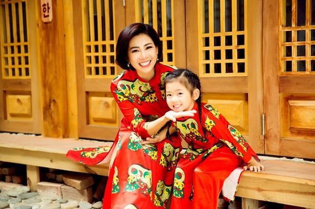 Con gái cố NS Mai Phương trong Tết đầu tiên vắng mẹ: Nở nụ cười hồn nhiên, vui vẻ bên gia đình Ốc Thanh Vân - Ảnh 7.