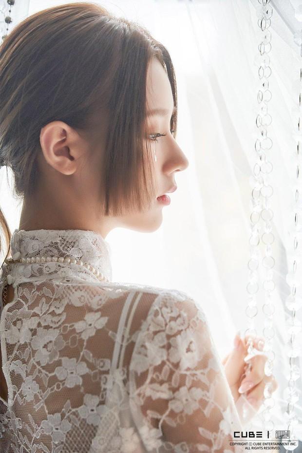 Top idol có sống mũi chơi cầu trượt đẹp nhất Kpop: V (BTS) được so với đồ họa, Sana và thành viên hụt BLACKPINK ai đỉnh hơn? - Ảnh 9.