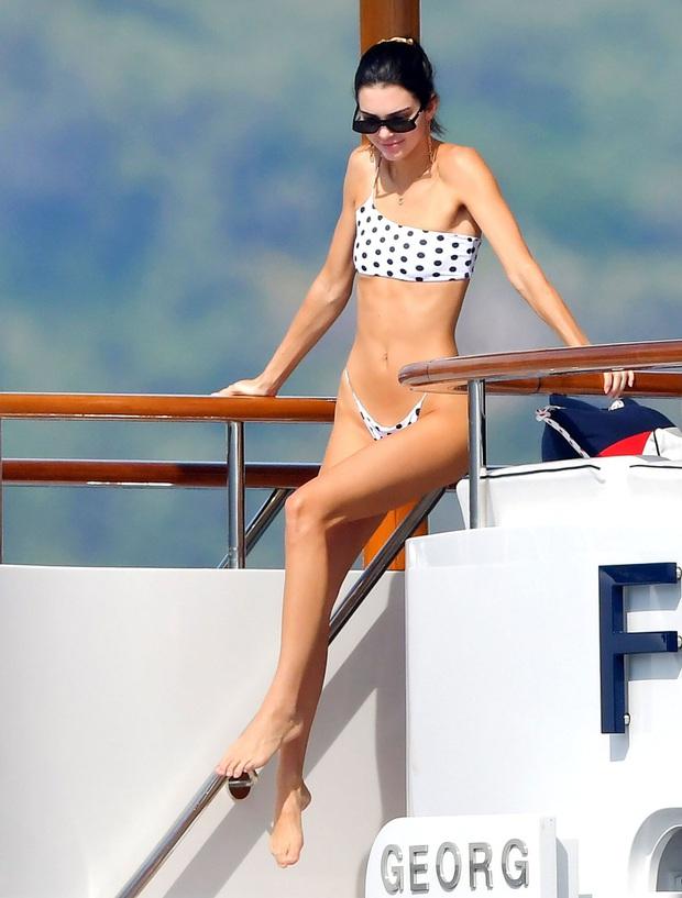 Loạt ảnh body tỷ lệ khó tin của Kendall Jenner bị tố được PTS, thánh soi khẳng định trông khác xa ngoài đời - Ảnh 6.