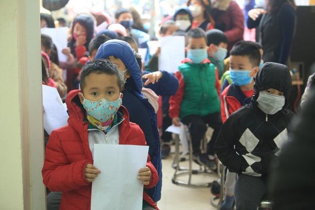 Hà Nội: Toàn bộ giáo viên, học sinh phải khai báo y tế sau kỳ nghỉ Tết - Ảnh 1.
