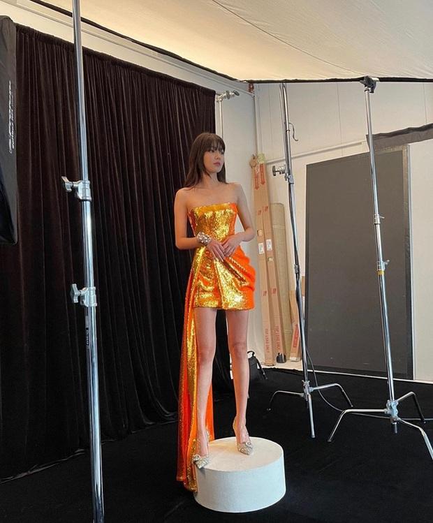Chị đại SNSD sở hữu đôi chân dài siêu thực đến Lisa cũng phải lép vế, cứ diện đồ ngắn là dân tình choáng váng - Ảnh 3.