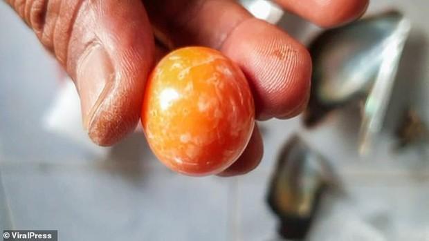 Đang ăn ốc luộc, người đàn ông Thái Lan bỗng nhiên đổi đời vì cắn trúng kho báu 8 tỷ không ai ngờ tới ngay trong miệng - Ảnh 3.