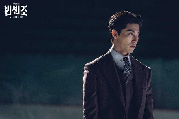 3 lí do hóng gấp Vincenzo: Song Joong Ki tái xuất làm thầy cãi kiêm xã hội đen, đã vậy đấu đá căng cực - Ảnh 11.