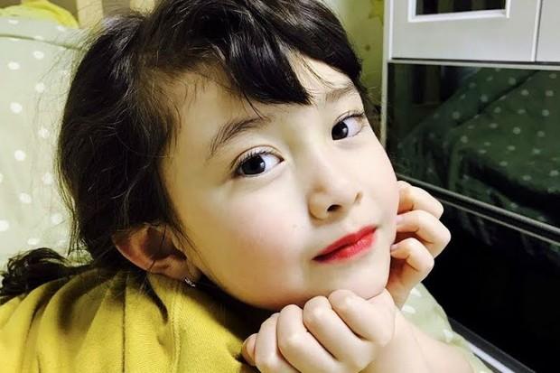 Hội nữ idol có chị em gái xinh như mộng: Chị Jisoo - Rosé (BLACKPINK) không kém minh tinh, em gái nữ thần lai YG gây bão - Ảnh 23.