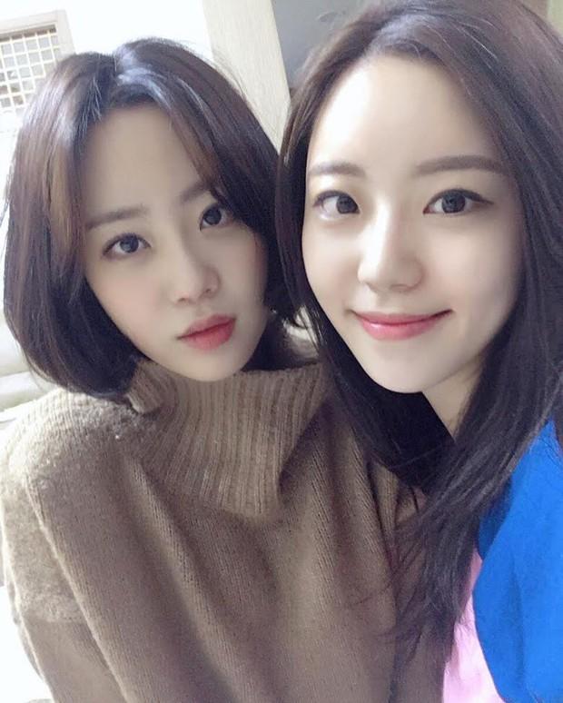 Hội nữ idol có chị em gái xinh như mộng: Chị Jisoo - Rosé (BLACKPINK) không kém minh tinh, em gái nữ thần lai YG gây bão - Ảnh 28.