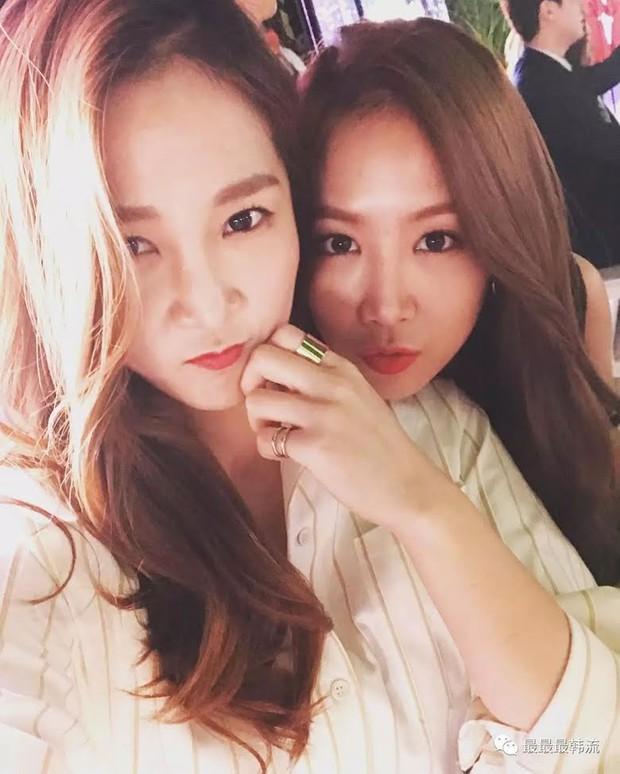 Hội nữ idol có chị em gái xinh như mộng: Chị Jisoo - Rosé (BLACKPINK) không kém minh tinh, em gái nữ thần lai YG gây bão - Ảnh 29.