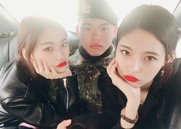 Hội nữ idol có chị em gái xinh như mộng: Chị Jisoo - Rosé (BLACKPINK) không kém minh tinh, em gái nữ thần lai YG gây bão - Ảnh 33.