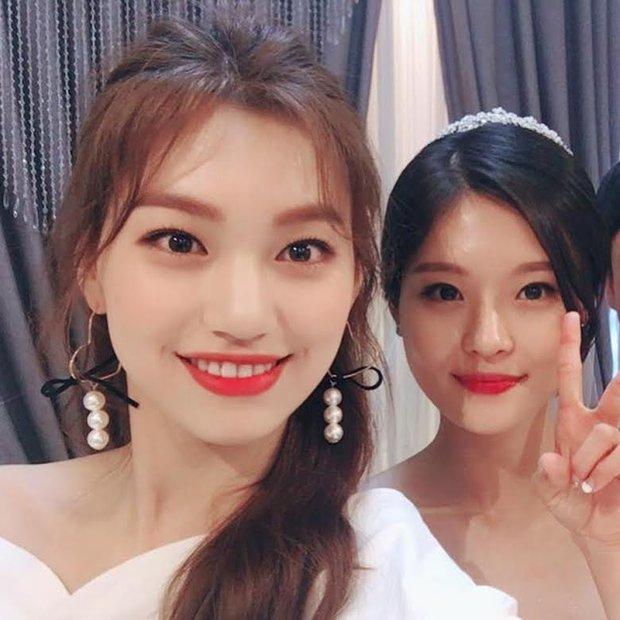 Hội nữ idol có chị em gái xinh như mộng: Chị Jisoo - Rosé (BLACKPINK) không kém minh tinh, em gái nữ thần lai YG gây bão - Ảnh 34.