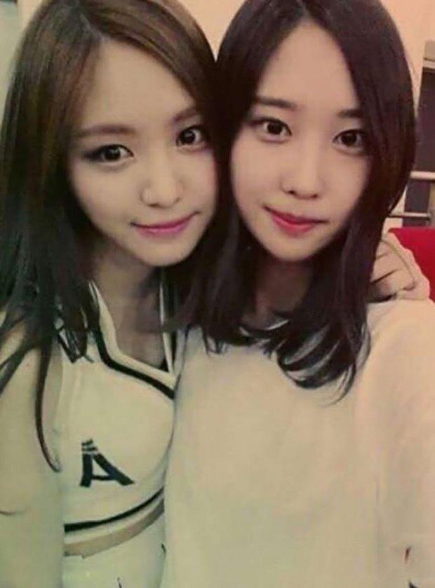 Hội nữ idol có chị em gái xinh như mộng: Chị Jisoo - Rosé (BLACKPINK) không kém minh tinh, em gái nữ thần lai YG gây bão - Ảnh 19.